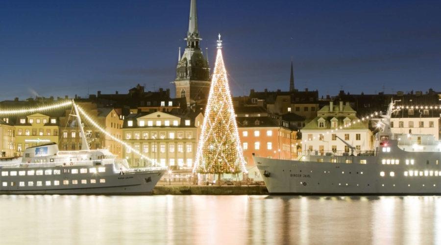 Lit Tree And Ships Trygg Jul Sbr 0047 Henrik Trygg
