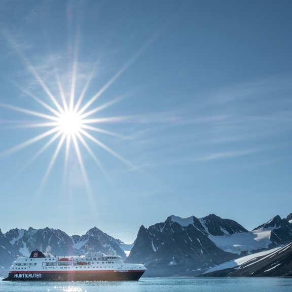 Ms Spitsbergen Magdalenefjord Svalbard Hgr 123995 1024 Photo Stefan Dall Cropped Square