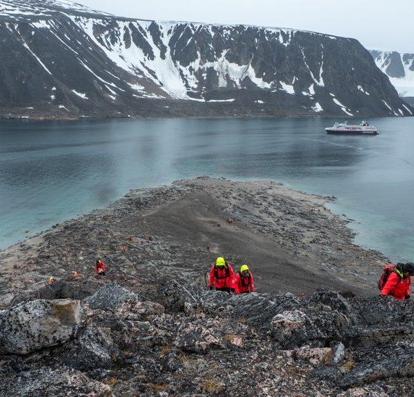 Ms Spitsbergen Passengers Chermside Island Svalbard Hgr 123799 1024 Photo Stefan Dall