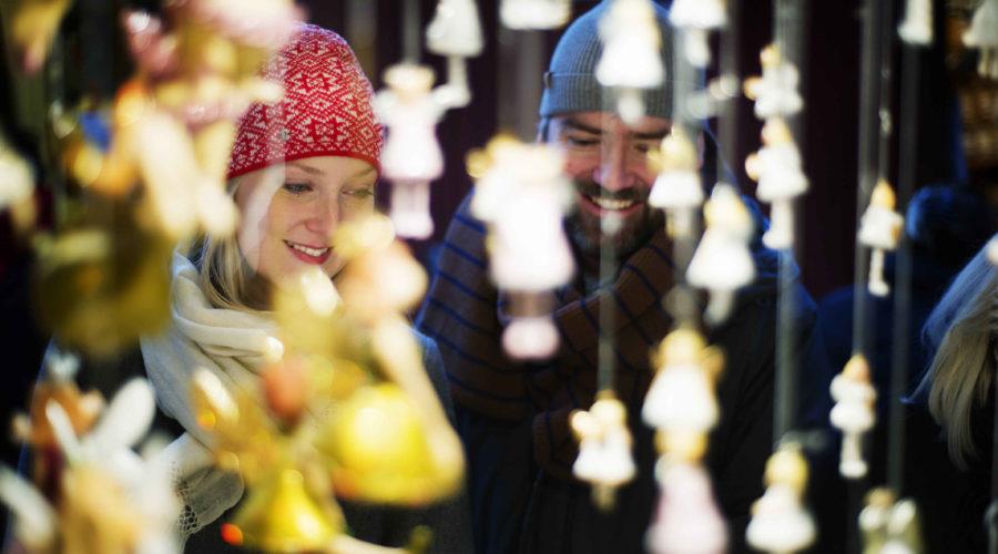 Main Photo Couple Ulf Lundin Christmas Market 3834 Web Ready