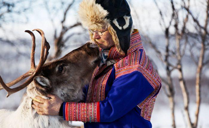 Man & Reindeer, Mikko Ryhänen, Visit Finland Mg 9199